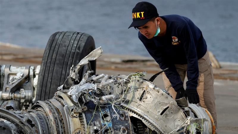 An Indonesian investigator examines a turbine engine from the crashed Lion Air flight JT610 at Tanjung Priok port in Jakarta [Beawiharta/Reuters]
