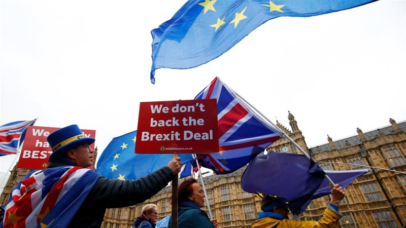 Demonstrators protest against Brexit outside the Houses of Parliament in London, Britain, November 28, 2018 [Henry Nicholls/Reuters]