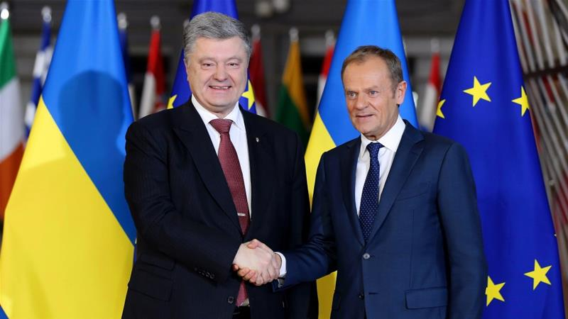 Poroshenko (L) met Tusk (R) in Brussels on Wednesday [Dursun Aydemir/Anadolu]