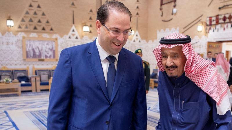 Saudi Arabia's King Salman met with Tunisia's Prime Minister Youssef Chahed [Bandar Algaloud/Saudi Royal Court/Reuters]