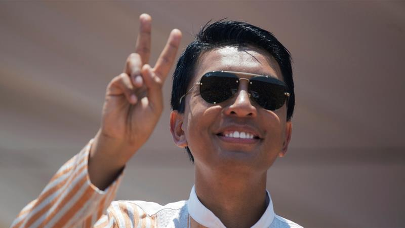 Madagascar Presidential candidate Andry Rajoelina salutes his supporters during a campaign rally at the Coliseum stadium in Antananarivo, Madagascar November 3, 2018 [Malin Palm/Reuters]