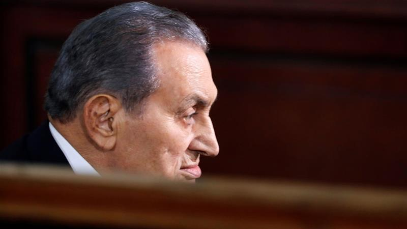 Egypt's ex-presidents Mubarak and Morsi face off in court