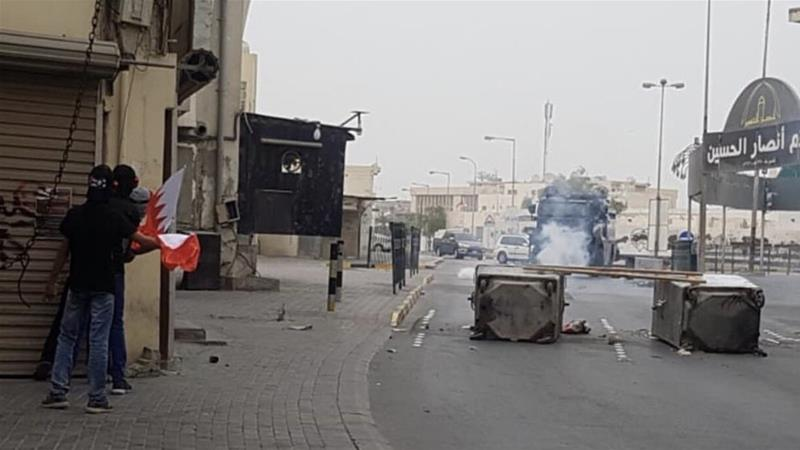 Protesters battle with police in the district of Mameer south of capital Manama on Wednesday [Al Jazeera]