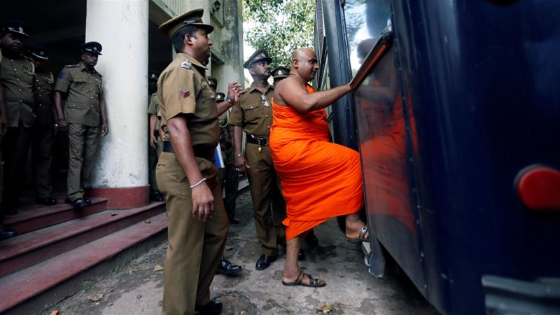 Sri Lanka''s Buddhist monk Akmeemana Dayarathana, who led protests against 31 Rohingya Muslim asylum seekers last week, is escorted to prison bus by prison and police officers at a court in Mount Lavinia, Sri Lanka October 2, 2017. REUTERS/Dinuka Liyanawatte [Reuters]