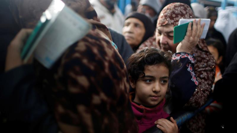 Palestinian refugees wait to receive aid at a United Nations food distribution centre in Al-Shati refugee camp in Gaza City January 15, 2018 [Mohammed Salem/Reuters]