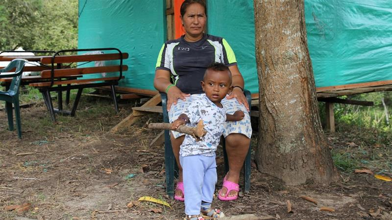 Why are former FARC rebels leaving reintegration camps?