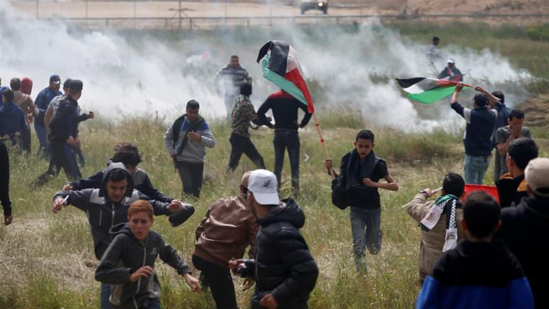 More than 1,500 Palestinians were injured in Friday's protests calling for the right of return for Palestinian refugees [Mohammed Salem/Reuters]