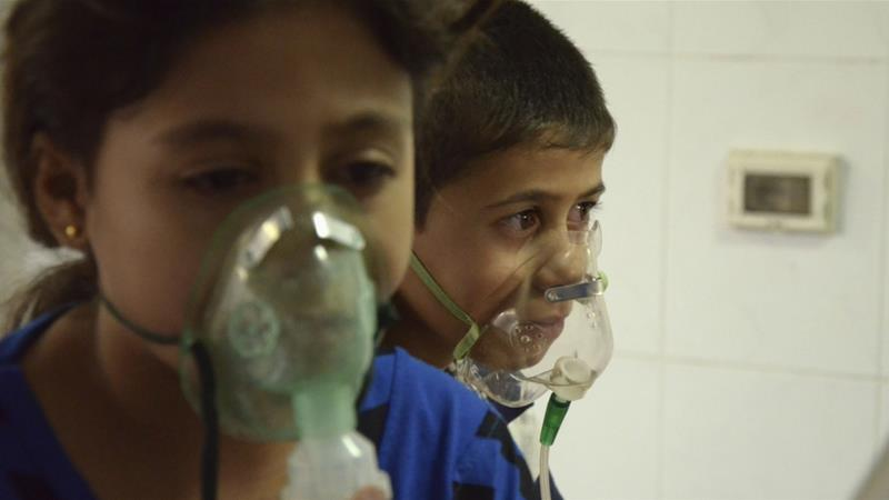 Children, affected by a gas attack, breathe through oxygen masks in the Damascus suburb of Saqba on August 21, 2013 [Reuters/Bassam Khabieh]