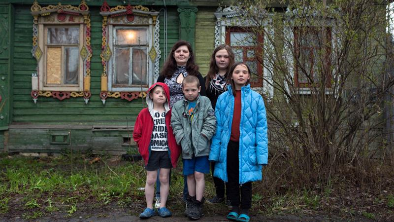 Alyona Zolototrubova and her four children fled to a shelter after years of abuse at home [Andrey Kovalenko/Al Jazeera]