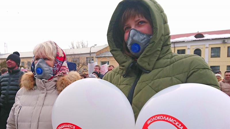 Volokolamsk residents have been protesting for weeks against a landfill releasing toxic fumes [Sergey Kozmin/Al Jazeera]
