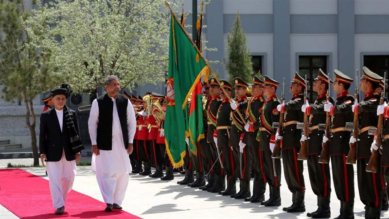 Pakistani Prime Minister Abbasi met Afghan President Ghani during his day-long visit to the Afghan capital Kabul [Reuters]