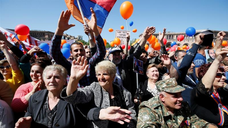 Supporters of Armenian opposition leader Nikol Pashinyan wait for the results of the parliament's election of an interim prime minister in central Yerevan, Armenia May 1, 2018 [Gleb Garanich/Reuters]