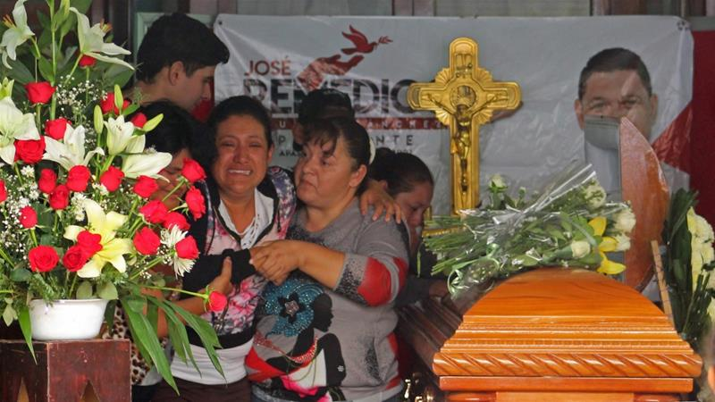 Relatives mourn the killing of Aguirre in Apaseo El Alto [Gustavo/Becerra/AFP]