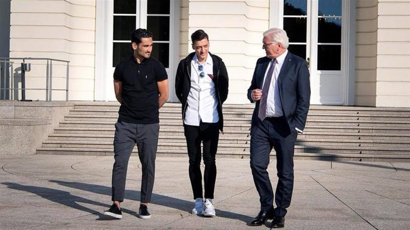 German President Frank-Walter Steinmeier posted a photo on Facebook showing him with the two football players [Frank-Walter Steinmeier/Facebook]