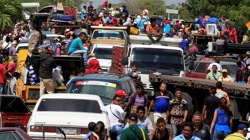 Colombia: Santos grants 440,000 Venezuela refugees two-year help