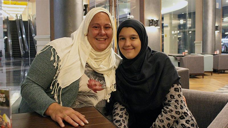 ef8c3a9daac Non-Muslim women take on Ramadan hijab challenge