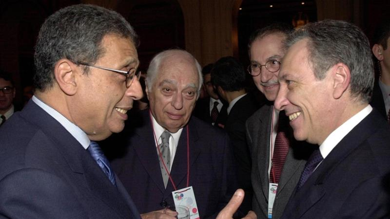 Arab League head Amr Moussa gestures to Turkish FM Ismail Cem while Bernard Lewis looks on during a welcome reception at the OIC-EU forum in Istanbul on February 11, 2002 [Reuters]
