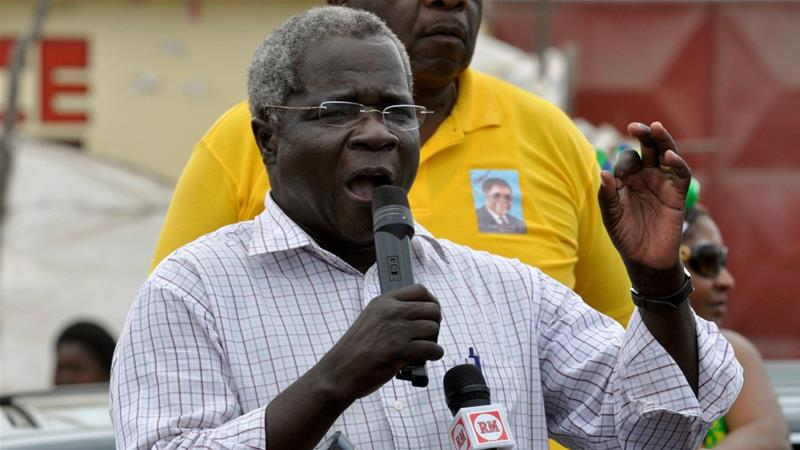 Dhlakama repeatedly stood as an unsuccessful presidential candidate, despite alleging electoral fraud [File: Grant Lee Neuenburg/Reuters]