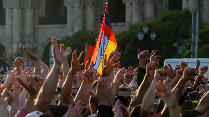 Armenian opposition supporters attend a rally after protest movement leader Nikol Pashinyan announced a nationwide campaign of civil disobedience in Yerevan, Armenia May 2, 2018 [Garanich/Reuters]