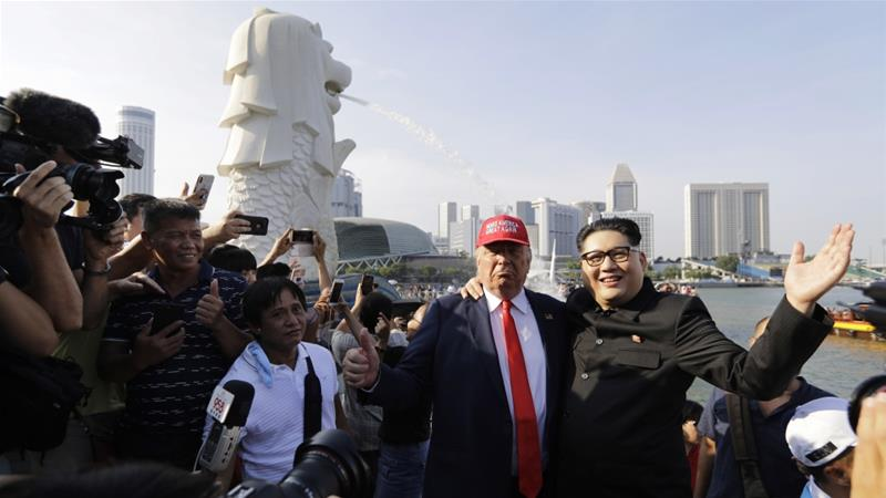 Kim Jong Un and Donald Trump impersonators in Singapore