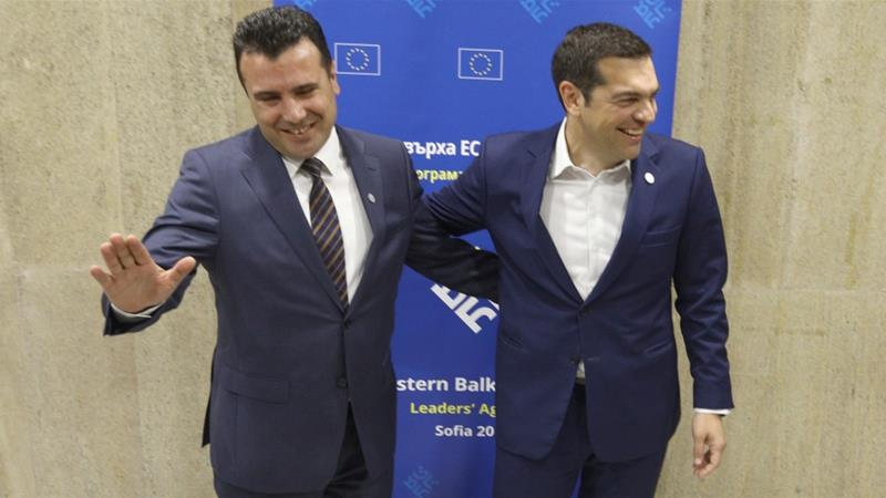 Zaev (L) and Tsipras made the announcement after speaking on the phone [File: Stoyan Nenov/Reuters]