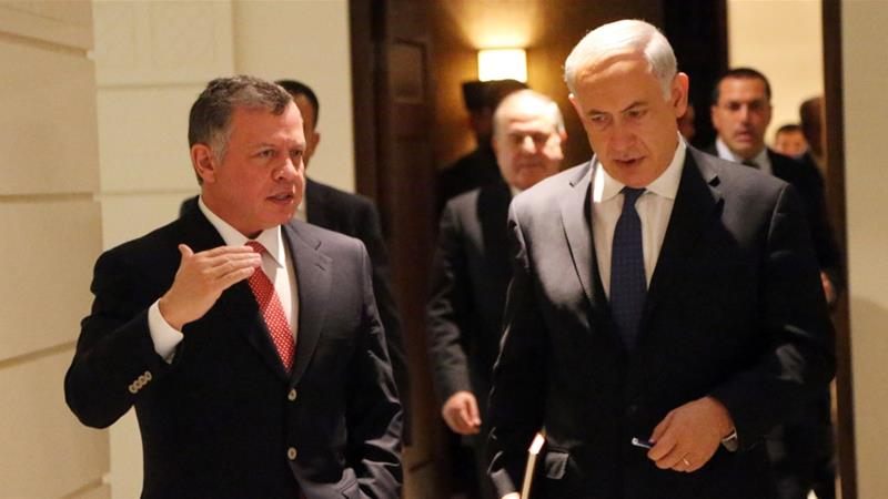 Prime Minister Benjamin Netanyahu (right) met Jordan's King Abdullah II during a visit to Amman [File: Getty Images]