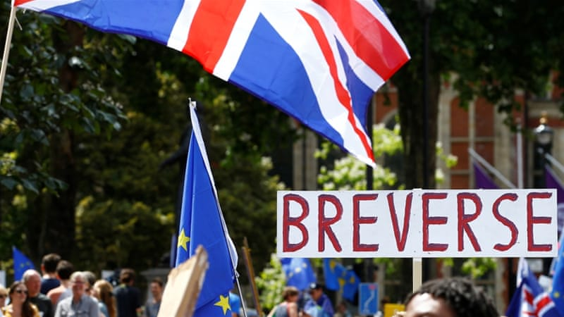 UK: Tens of thousands of anti-Brexit protesters call for new vote