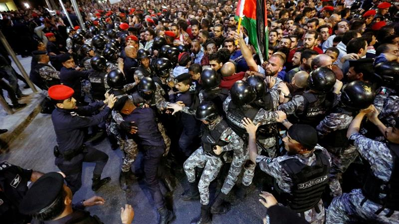 Police clash with protesters near the prime minister's office in Amman [Muhammad Hamed/Reuters]
