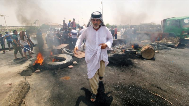 Iraqi protesters burn tires and block the road at the entrance to the city of Basra, Iraq July 12, 2018 [Essam al-Sudani/Reuters]