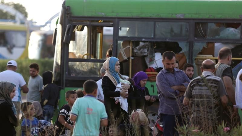 Thousands evacuate pro-regime Syria towns