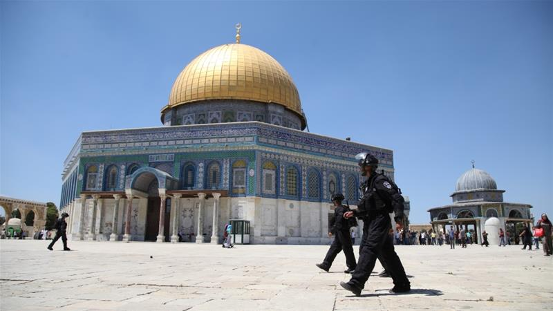 Arabs Riot on Temple Mount, Shoot Fireworks at Police