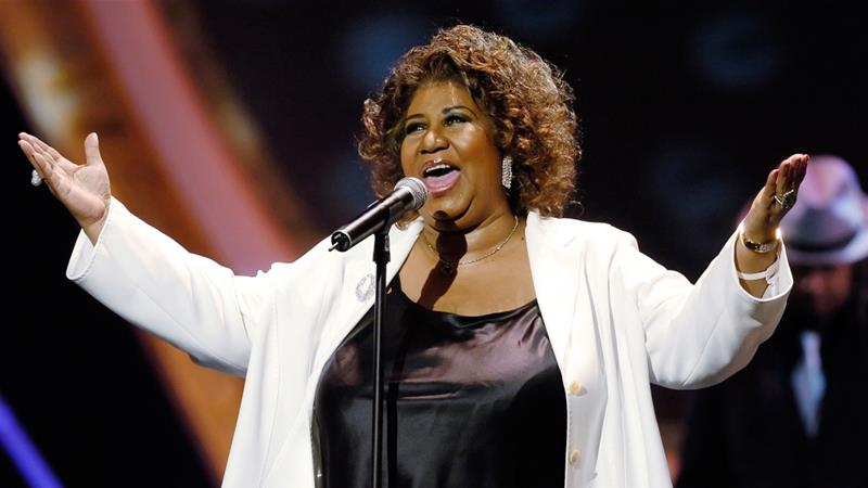 Aretha Franklin performs'Respect at the 10th Annual Soul Train Lady of Soul Awards in Pasadena California in 2005
