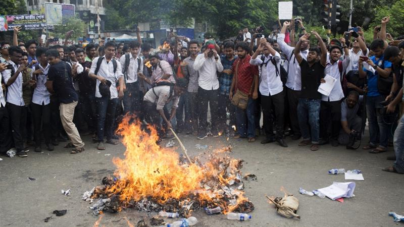 Bangladesh: Mass student protests after deadly road accident