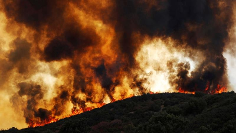 Wind-driven flames roll over a hill towards homes during the Mendencino Complex Fire near Lakeport, California, U.S. August 2, 2018.  [Fred Greaves/REUTERS]