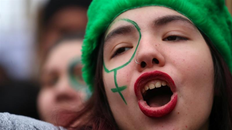 Clashes in Argentina after plans to legalise abortion rejected