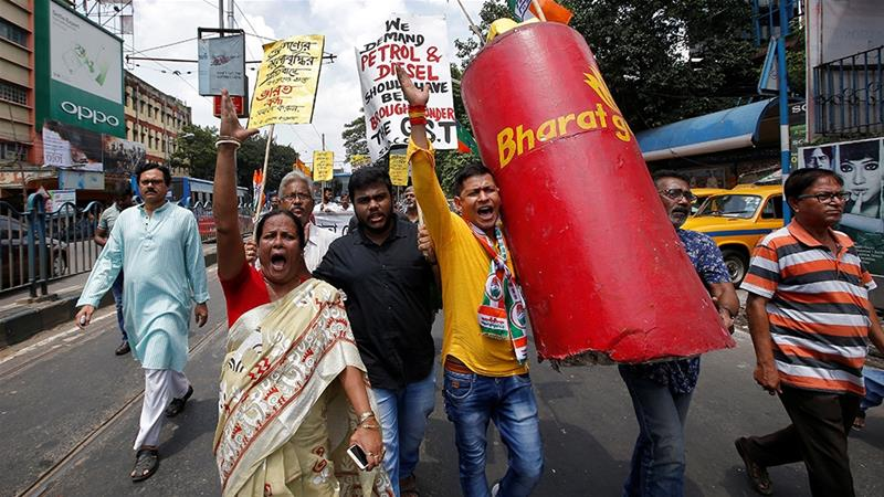 India: Opposition parties stage protests against high fuel