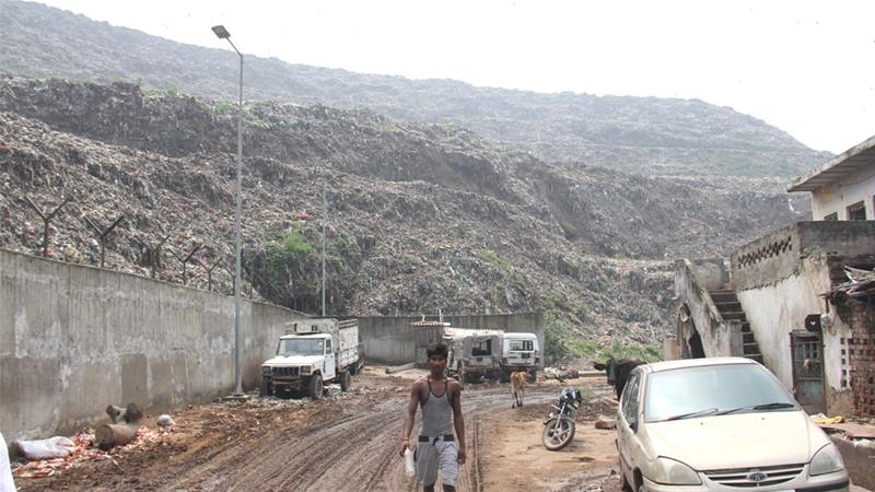 The landfill site reached its limit in 2002 and continued use has cost lives [Nasir Kachroo/Al Jazeera]