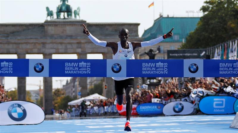 Kenyan Eliud Kipchoge shatters world record at Berlin
