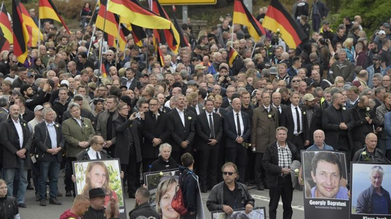 Thousands protest for and against refugees in Chemnitz