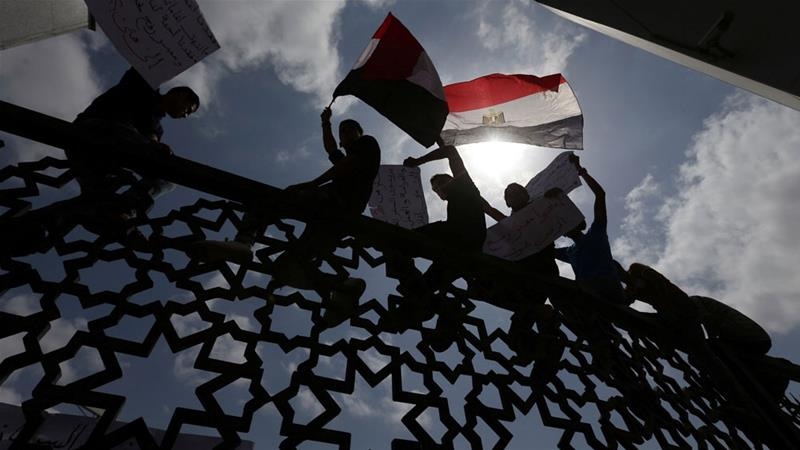 Egypt sees the PA as the sole legitimate government of Palestinians [Ibraheem Abu Mustafa/Reuters]