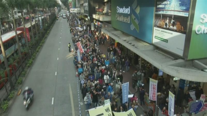 Thousands of pro-independence protesters march in the annual rally [Screenshot/Al Jazeera]