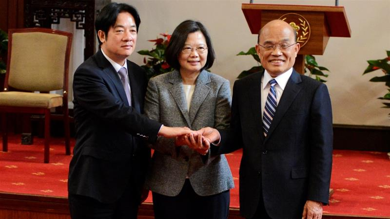 From left to right,  ex-Taiwan Premier William Lai, President Tsai Ing-wen and new Premier Su Tseng-chang [Fabian Hamacher/Reuters]