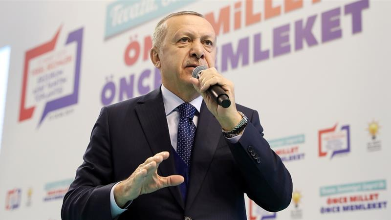 The Turkish leader expressed Ankara's determination to clear the east of Euphrates in Syria from YPG and ISIL fighters [Turkish Presidency/Kayhan Ozer/Anadolu]
