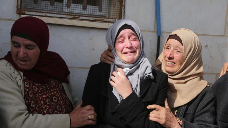 Relatives attend the funeral of Hamdi Naasan who was killed in a settler attack on Saturday [Issam Rimawi/Anadolu Agency]