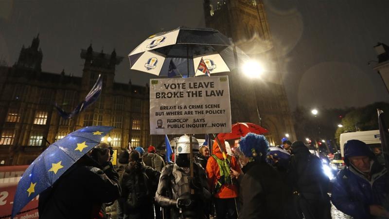 Anti-Brexit supporters demonstrate outside the UK parliament [Alastair Grant/The Associated Press]