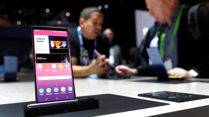 A Galaxy Note 9 smartphone is displayed in the Samsung Electronics booth during the 2019 CES in Las Vegas, Nevada, US on January 9, 2019. [Steve Marcus/Reuters]