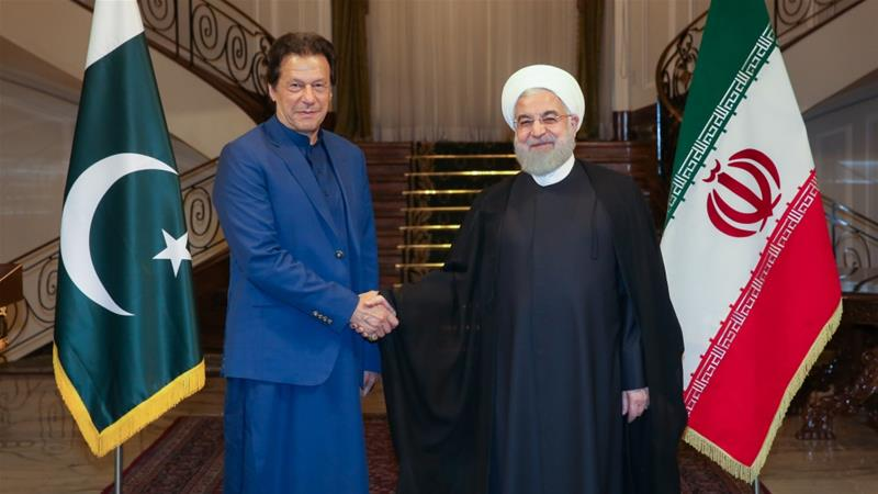 Iranian President Hassan Rouhani, right, welcomes Prime Minister of Pakistan Imran Khan, left, in Tehran [Iranian Presidency/Anadolu Agency]