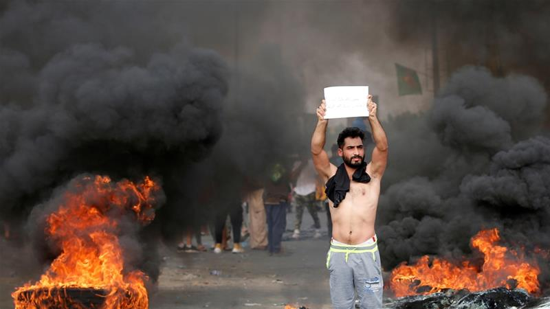 Why are Iraqis protesting against the government?