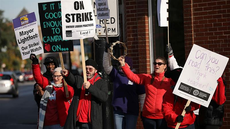 Teachers picket near New Field Elementary School on the second day day of a teachers' strike in Chicago, Illinois [John Gress/Reuters]
