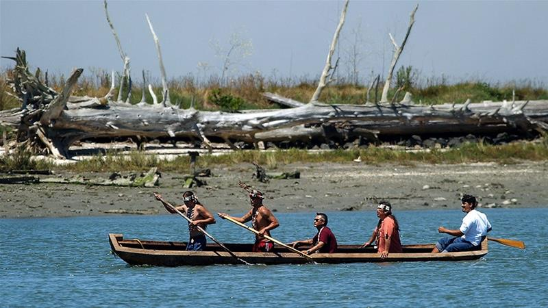 Native Americans of the Wiyot Tribe paddle a dugout redwood canoe from Indian Island, in Eureka, California (Ben Margot/AP) [Daylife]